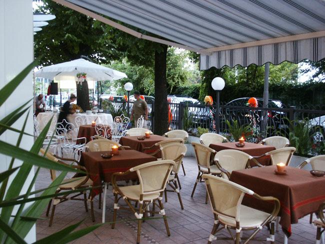 Hotel e pensioni a rimini riviera romagnola piccoli for Giardino rimini